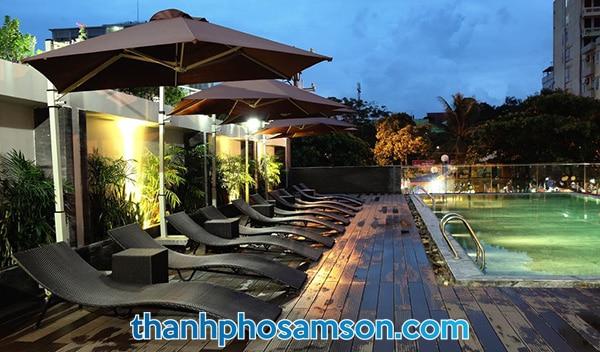 Bể bơi dành cho khách nghỉ khách sạn