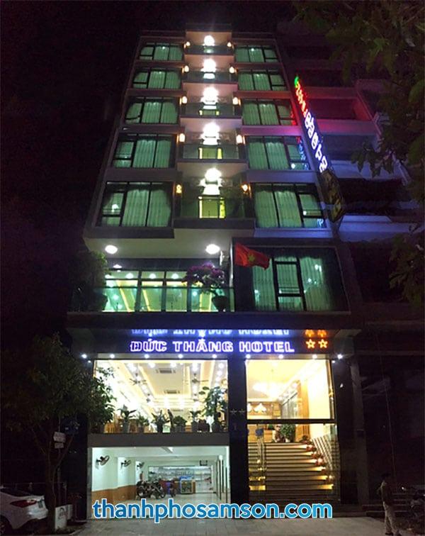 Khách sạn Đức Thắng Sầm Sơn vào đêm