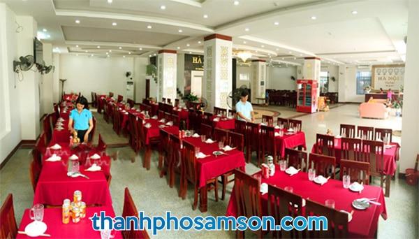 Phòng ăn tập thể phục vụ hải sản