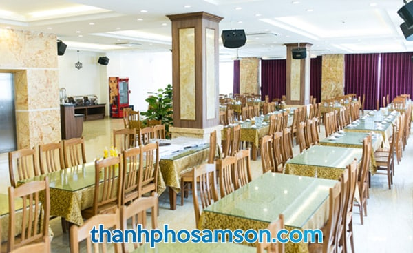 Phòng ăn hải sản tập thể tại tầng 1