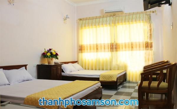 Bên trong phòng nghỉ khách sạn Hoa Hồng