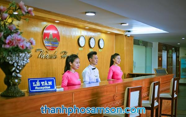 Khu vực quầy lễ tân khách sạn