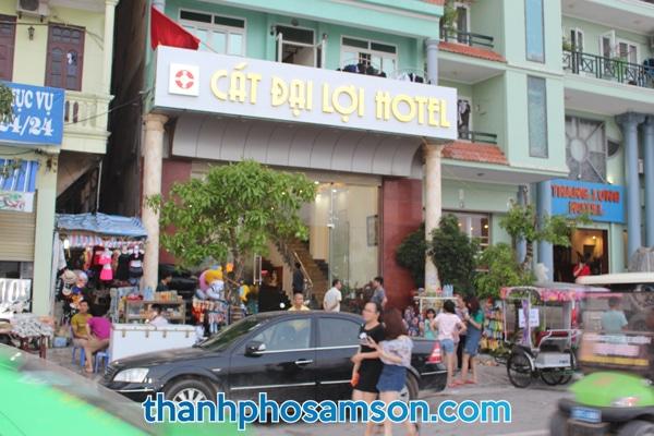 Khách sạn nằm ngay mặt biển đường Hồ Xuân Hương
