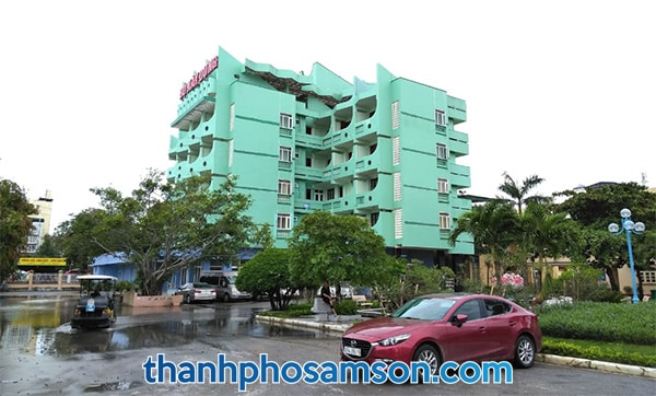 Khách sạn có sẵn bãi đậu xe