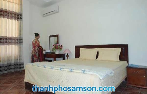 Giường đơn bên trong phòng cỡ nhỏ
