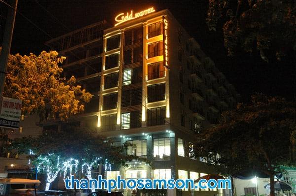 Hình ảnh chụp Khách sạn Gold Sầm Sơn vào buổi tối
