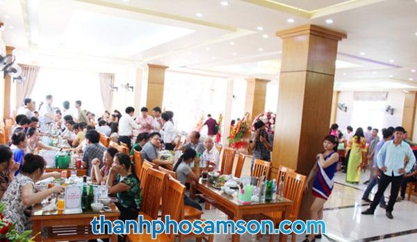 Khu vực phòng ăn hải sản tại khách sạn Tân Trường Sơn