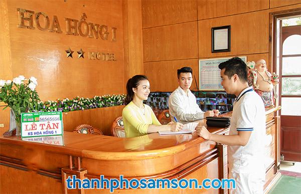 Quầy lễ tân khách sạn Hoa Hồng 1